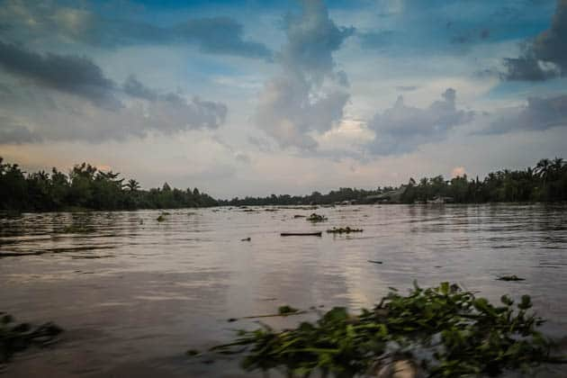 tales from the mekong delta essay Tales from the mekong delta essay 1127 words 5 pages everything turns a  beautiful blue sights, sounds, touch, and mind-sets are changed creativity flows .