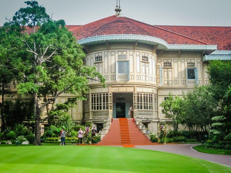 Kết quả hình ảnh cho Vimanmek Palace BANGKOK MANY PEOPLE